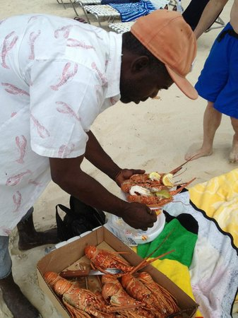 ‪‪Nirvana on the Beach‬: The lobster man preparing our lunch.  3 lobster for $20‬