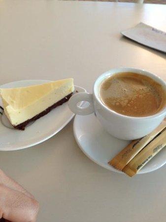 Cheelicious Bakery&Cafe: チーズケーキ意外とおいしい