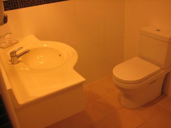 Metropolitan YMCA Singapore: WC