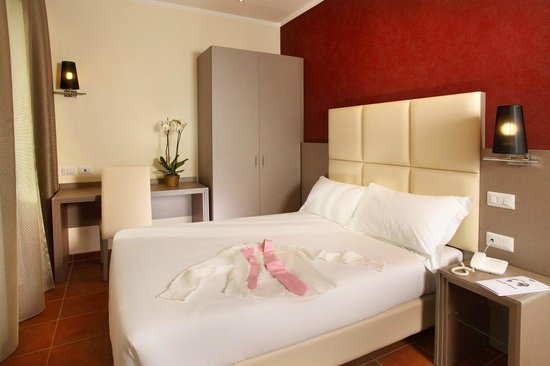 Heart Hotel: Room