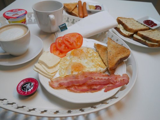 Apartamenty Nocny Krakow : breakfast served to the apartment