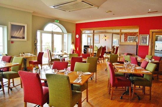 WatersEdge Hotel: restaurant