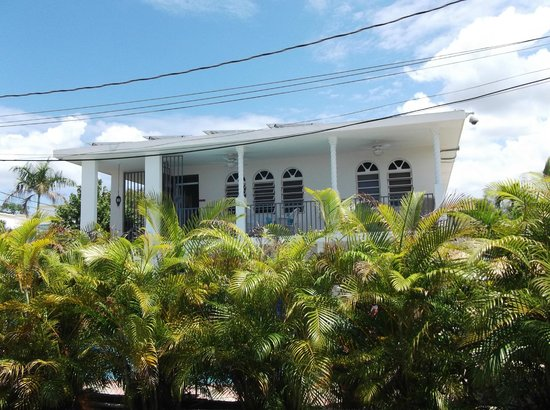 Beachside Villas Rincon: Front view of house