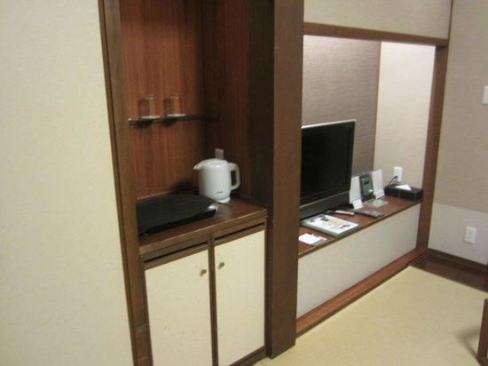 Tokachigawaonsen Daiichi Hotel: Closet and television area