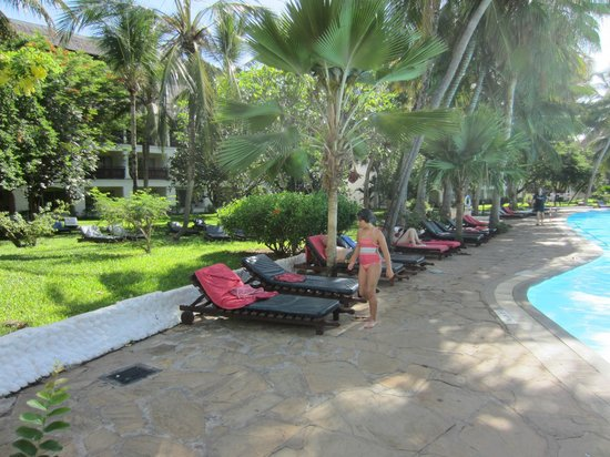 Southern Palms Beach Resort: Poolside