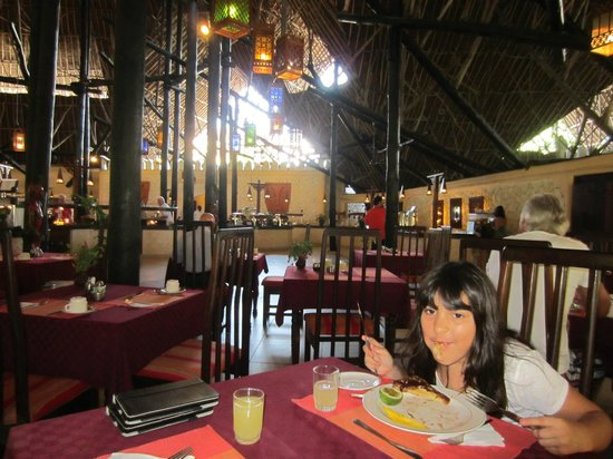 Southern Palms Beach Resort: Lunch time in the main restaurant