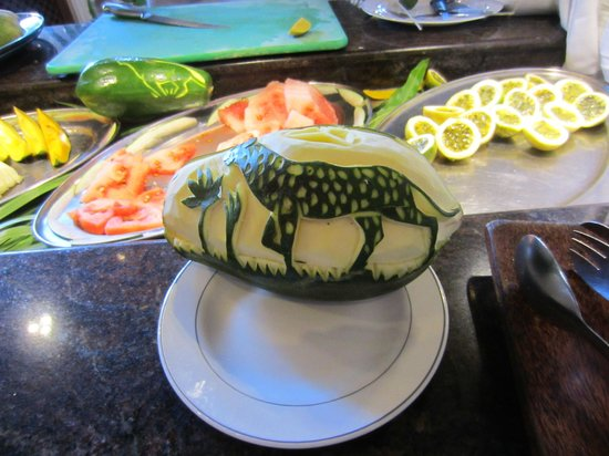 Southern Palms Beach Resort: Papaya carving!