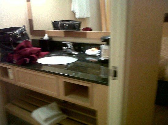 La Quinta Inn & Suites LAX: new bathroom