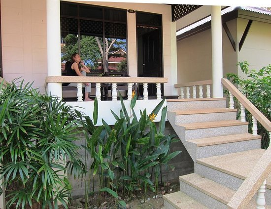 Clean Beach Resort: Approach to our deluxe bungalow