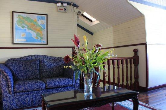 Hotel Santo Tomas: Sitting area - inside