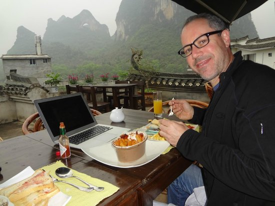 Yangshuo Village Inn: Rooftop bar and restaurant