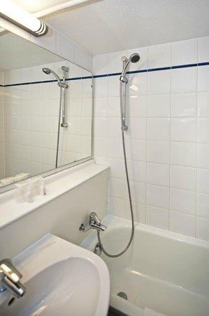 Kyriad Orleans Sud - Olivet - La Source : Salle de bains