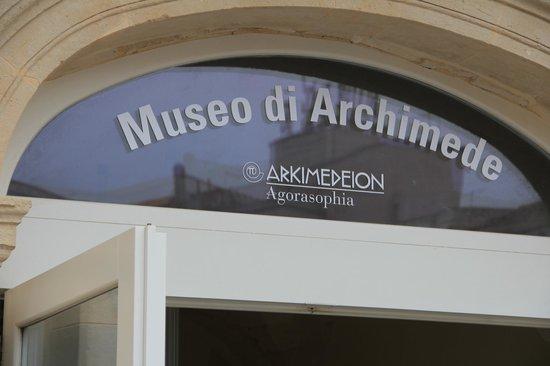 Museo Arkimedeion: El frontis, para no perderse