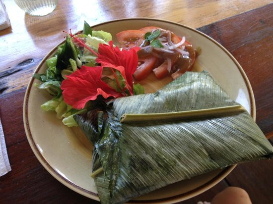 La Loma Jungle Lodge and Chocolate Farm: Lunch- tamale steamed in banana leaf