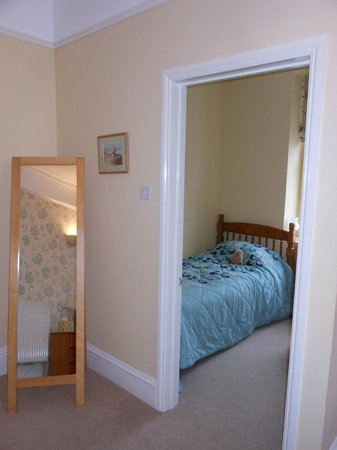 Barnabas House: room 5 - single room in family suite