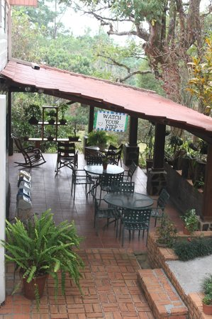 Siempreverde B&B: outdoor dining and seating