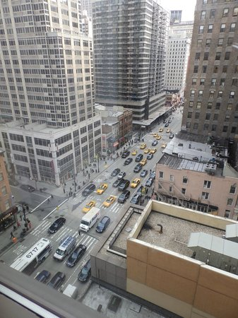 Residence Inn New York Manhattan/Times Square: rush hour from our room - but very little traffic noise