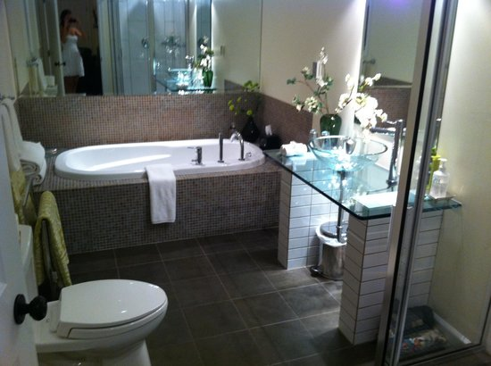 Wetherly Inn: Spa-Like Bathroom