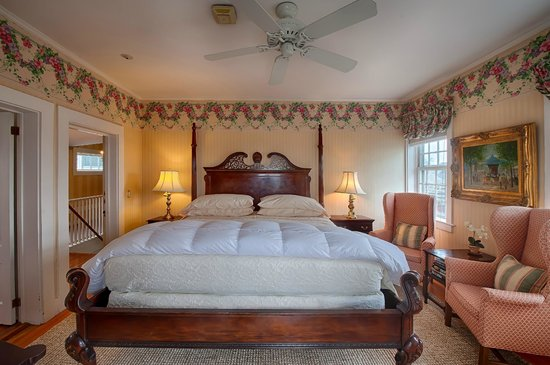 "Sherburne Inn: Most Popular King-bed Room #8 ""King of the Hill"""