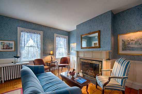Sherburne Inn: Nantucket Style Gathering Parlor