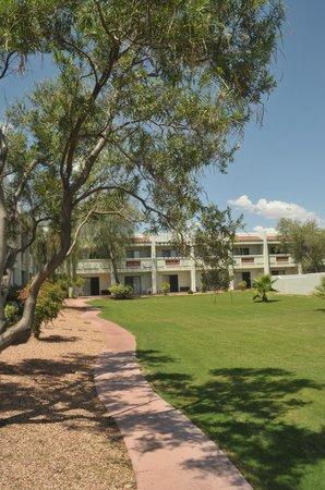 Los Viajeros Inn: Hotel grounds