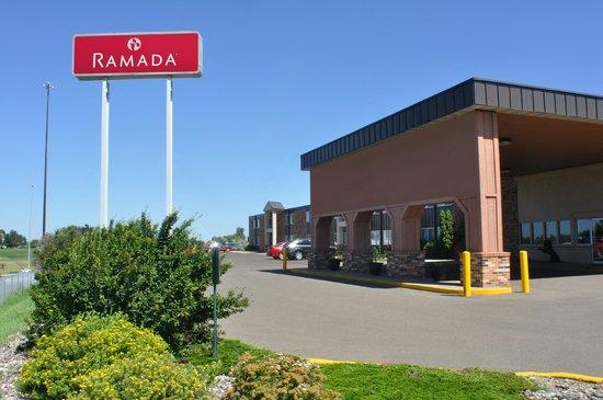 Ramada Bismarck: Bismarck Ramada Hotel Exterior photo