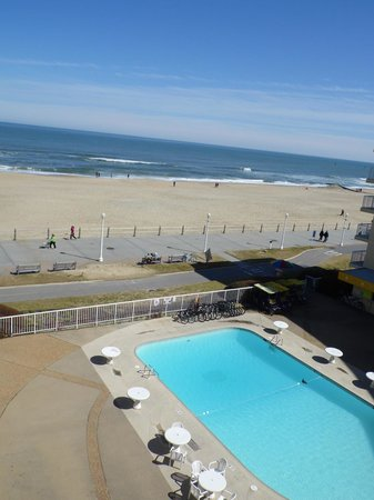 Quality Inn & Suites Oceanfront: View from our room of the pool and beach