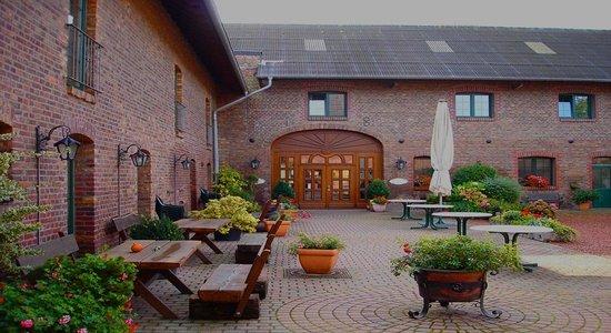 Landhaus Göddertzhof: Innenhof