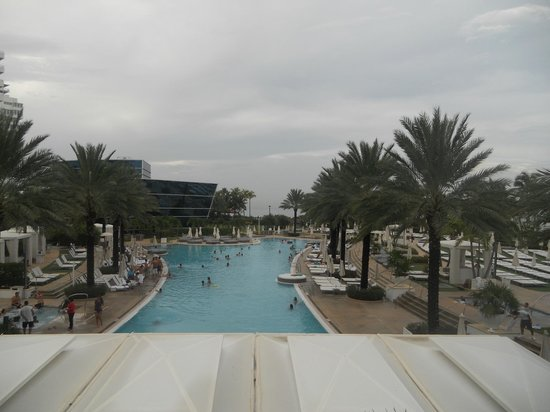 Fontainebleau Miami Beach: The pool!