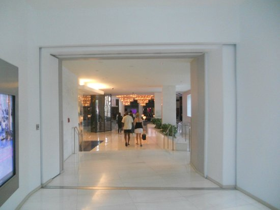 Fontainebleau Miami Beach: As we entered the hotel.