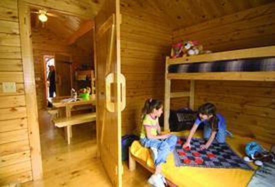 Hersheypark Camping Resort: Interior extended cabin at Hershey Higmeadow Campground