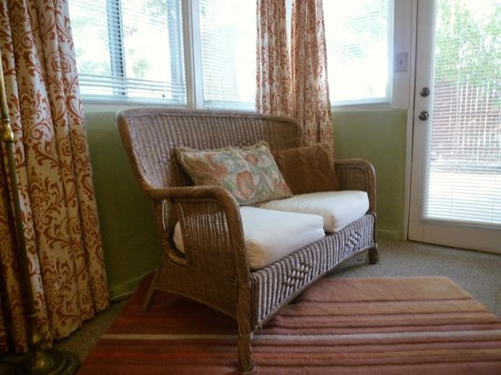 Rancho Sonora Inn: Abby Casita Bedroom Settee