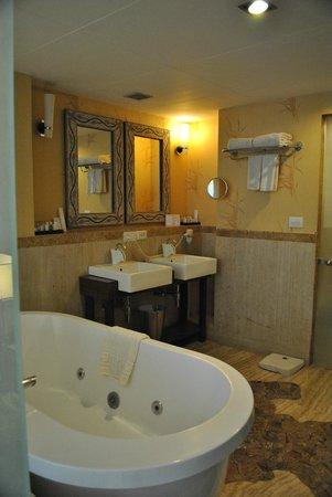 The Metropole Hotel: La nostra stanza da bagno