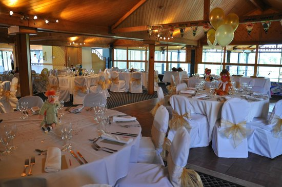 Waterside Hotel & Leisure Club: The function room set up for our wedding meal