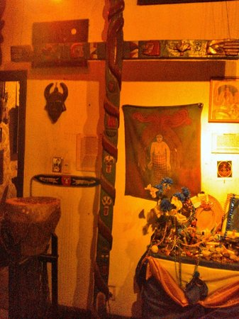 New Orleans Historic Voodoo Museum: Voodoo Museum