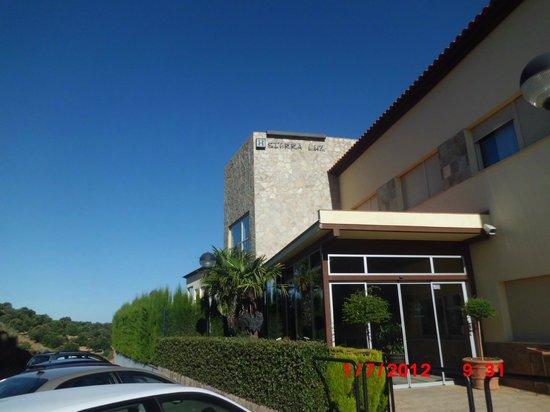 Sierra Luz: entrada hotel