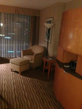 Delta Hotels by Marriott Vancouver Suites: Living room area