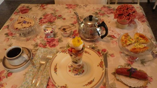 The Painted Lady Bed & Breakfast and Tea Room : Place setting - Breakfast