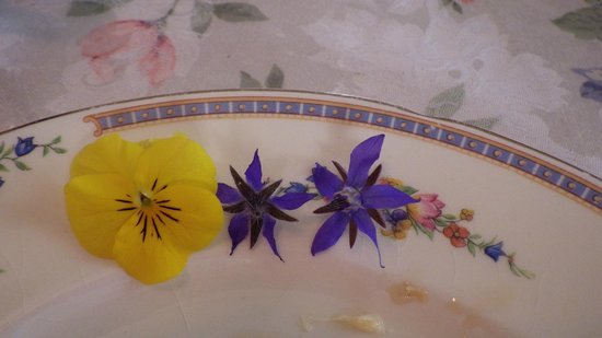 The Painted Lady Bed & Breakfast and Tea Room: Breakfast Decorations
