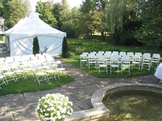 Perth Manor Boutique Hotel: Wedding in the Garden by the Fountain