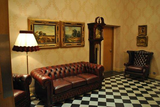 "Ballyroe Heights Hotel: petit salon commun ""so british"""
