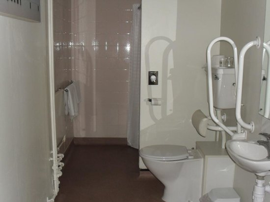 The Derby Conference Centre: bathroom