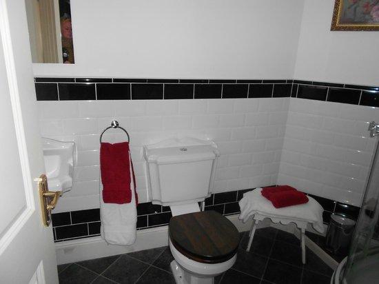 Bedford Lodge: bathroom