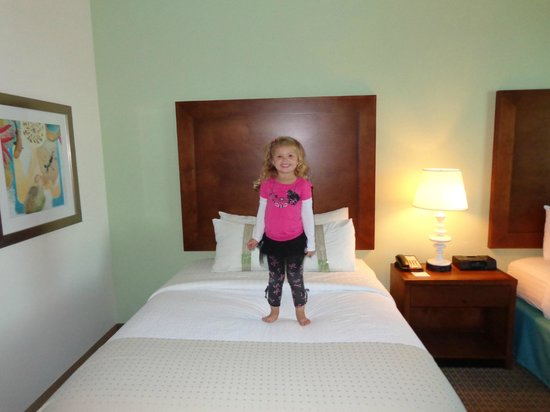 Holiday Inn Resort Pensacola Beach: While the beds are still made