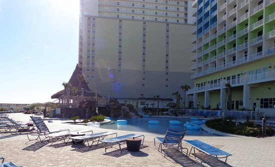 Holiday Inn Resort Pensacola Beach: The pool area