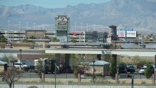 Hampton Inn Las Vegas/North Speedway: Looking At Cannery Casino