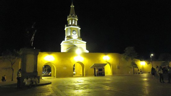 Paisasky: Cartagena di notte, centro storico, a due passi dal nostro penthouse