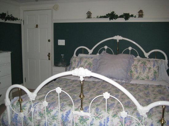 Cranberry Manor Bed & Breakfast: Garden Room