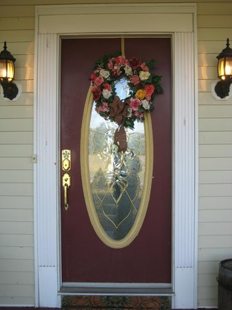 Cranberry Manor Bed & Breakfast: Front Door