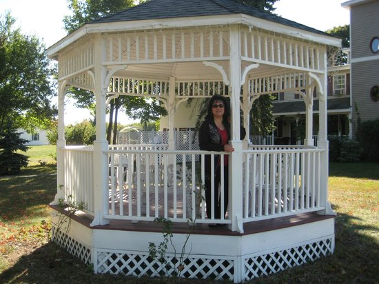 Cranberry Manor Bed & Breakfast: Gazebo